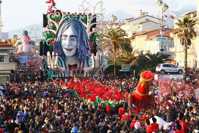 "The ""Revolution"" float from Viareggio's 2014 Carnevale parade"