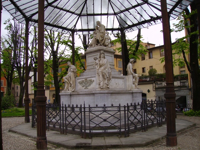 Monument to Nicholas Demidoff in Piazza Demidoff