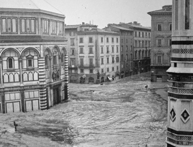 Piazza del Duomo during the 1966 flood